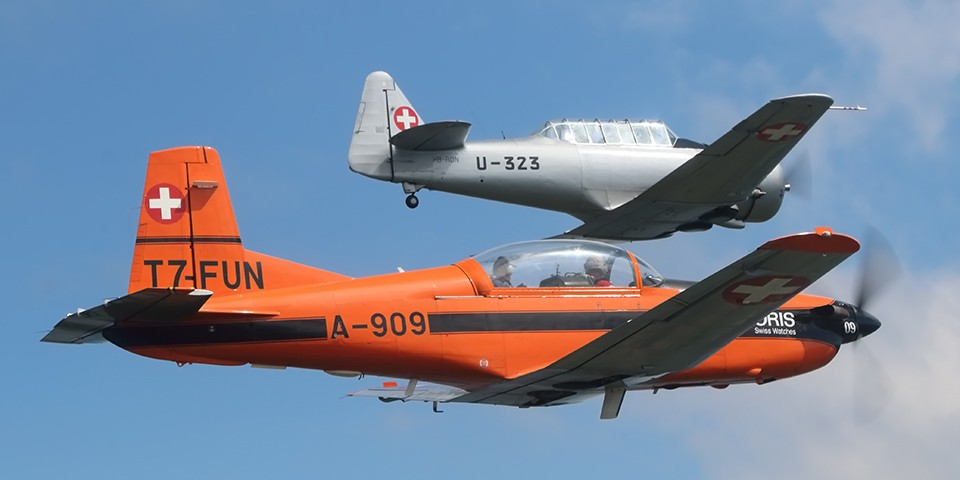 AT-16 und PC-7 Formation